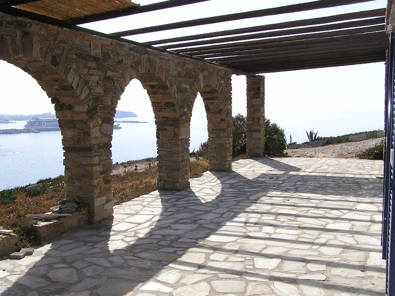 Seaside House SIROCCOS, best location with view of Tinos Harbor, near beach, holiday rental in Tinos Town