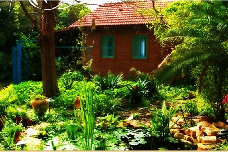 inner circle garden house is very cosy and private. it is suitable for couples with 1 /2 children