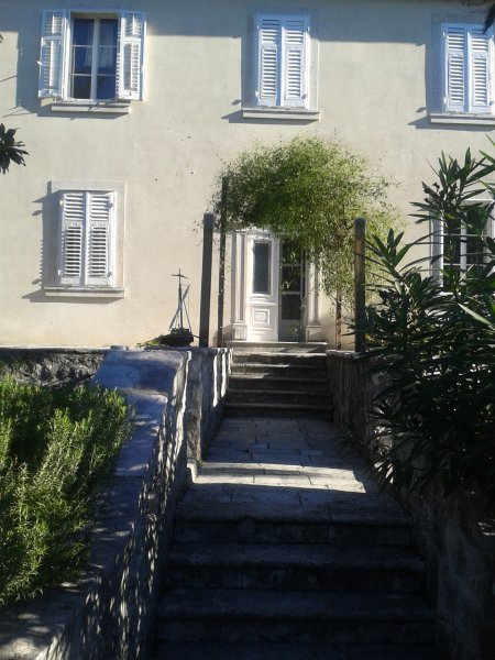 Heavenly rustic house with garden - bed & breakfast, holiday rental in Kotor