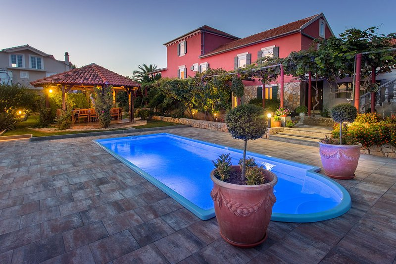 Luxury Villa with Swimming pool, vacation rental in Muline