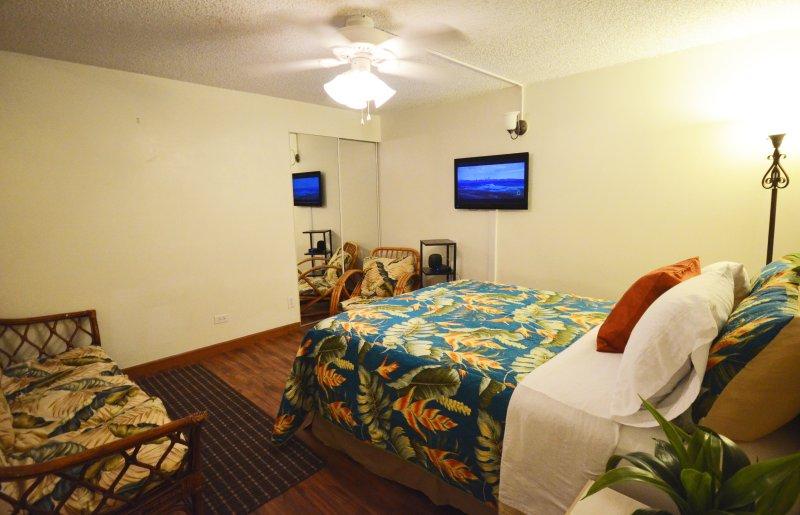 Bed, Bedroom, Furniture, Screen, TV