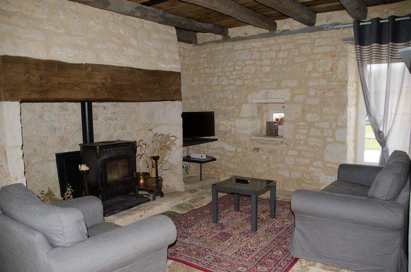 Gite de charme en pierre entre sarlat/rocamadour piscine, holiday rental in Cressensac