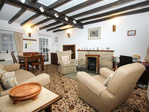 SYCAMORE COTTAGE, pet-friendly, country holiday cottage, with a garden, in, holiday rental in Calver