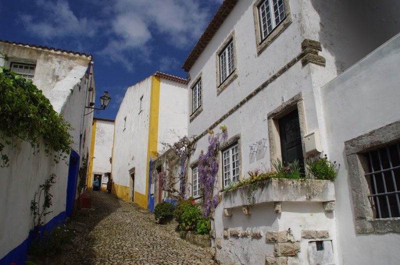Exterior and street view of  Casa da Travessa