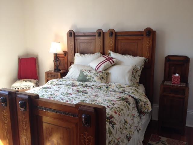 Faites une sieste dans le lit Ange Antique italien Head Queen de la chambre principale