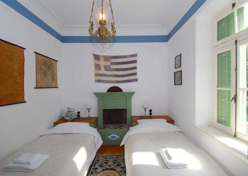 The Four Seasons - twin bedroom