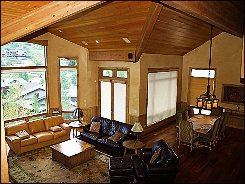View From Above - High Ceilings,Oversized Windows