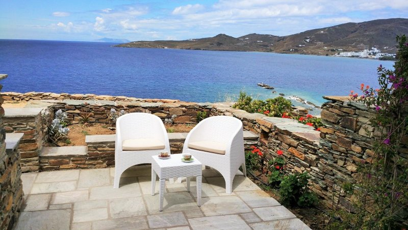 House by the sea next to the beach (1bdr) - Stavros bay, holiday rental in Tinos Town
