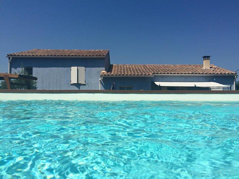 Villa Provençale : La Maison Bleue, holiday rental in Buoux