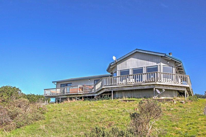 'Sea B's' Irish Beach Getaway w/ Deck & Ocean View, holiday rental in Elk