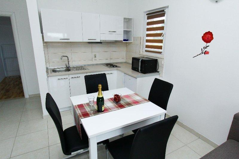 A2(2+2): kitchen