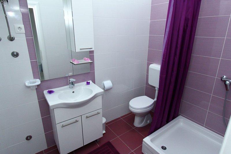 A2(2+2): bathroom