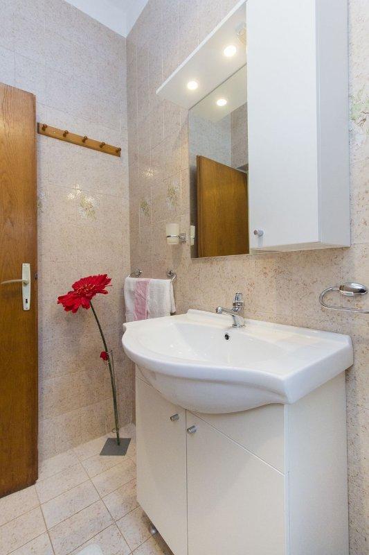 A1 žuti (4): bagno con wc