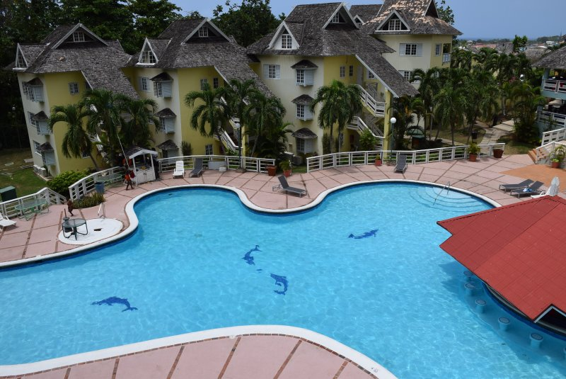 2 Bed Penthouse apartment Hotel Resort, wi-fi, pool, town centre, vacation rental in Jamaica