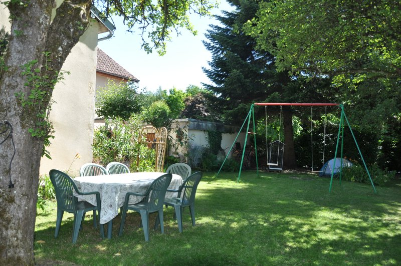 Nice house with terrace & Wifi, holiday rental in Beure