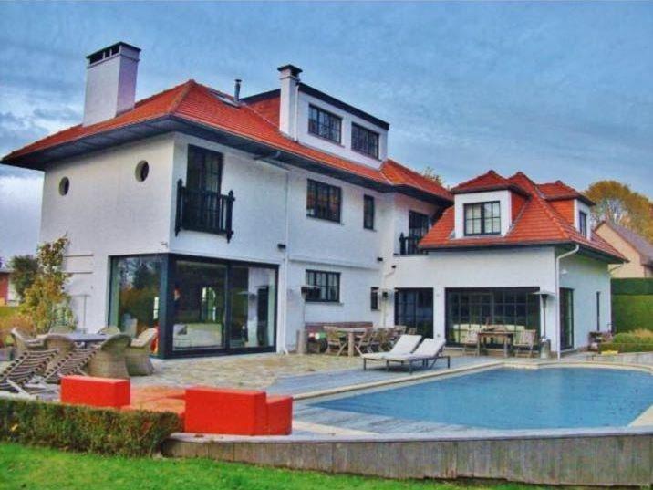 Spacious villa with swimming-pool, location de vacances à Nivelles
