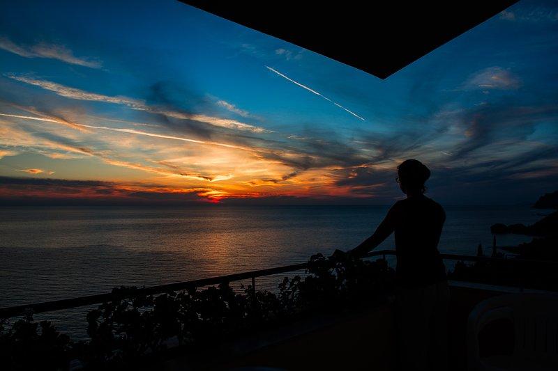 Prendendo un momento per godersi il tramonto