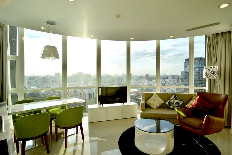 Son & Henry - SVT2A - Spacious 2BR Apartment, CBD, Rooftop Pool and Sky Bar, holiday rental in Ho Chi Minh City