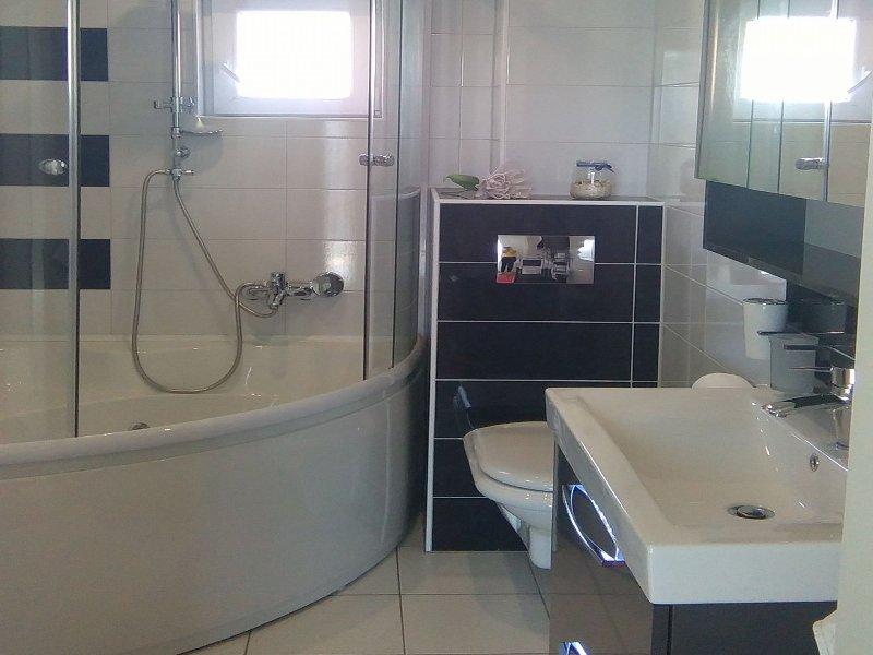 A (4 + 2): salle de bain avec toilette