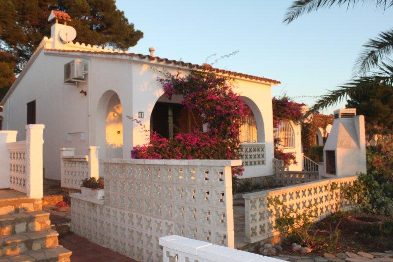 Villas 2 dormitorios en Playa dor, vacation rental in L'Hospitalet de l'Infant