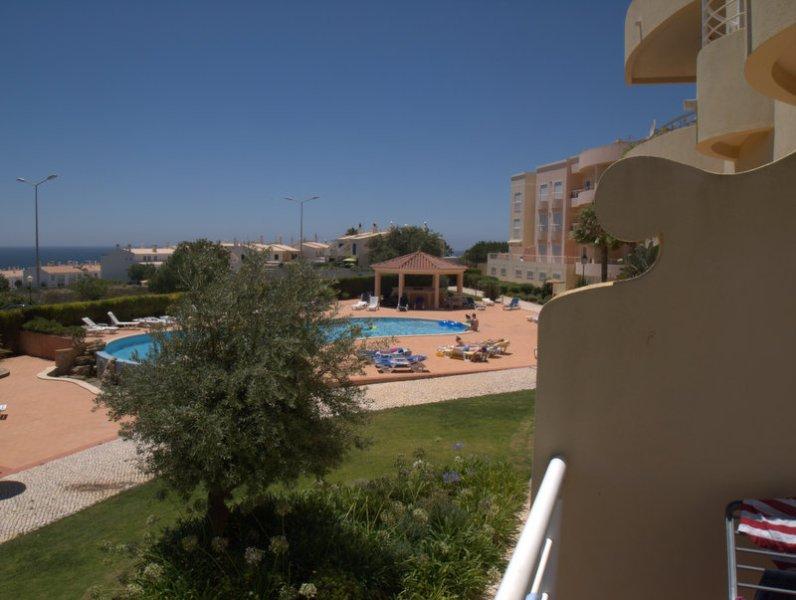 La piscina principal desde nuestro balcón rara vez muy ocupado
