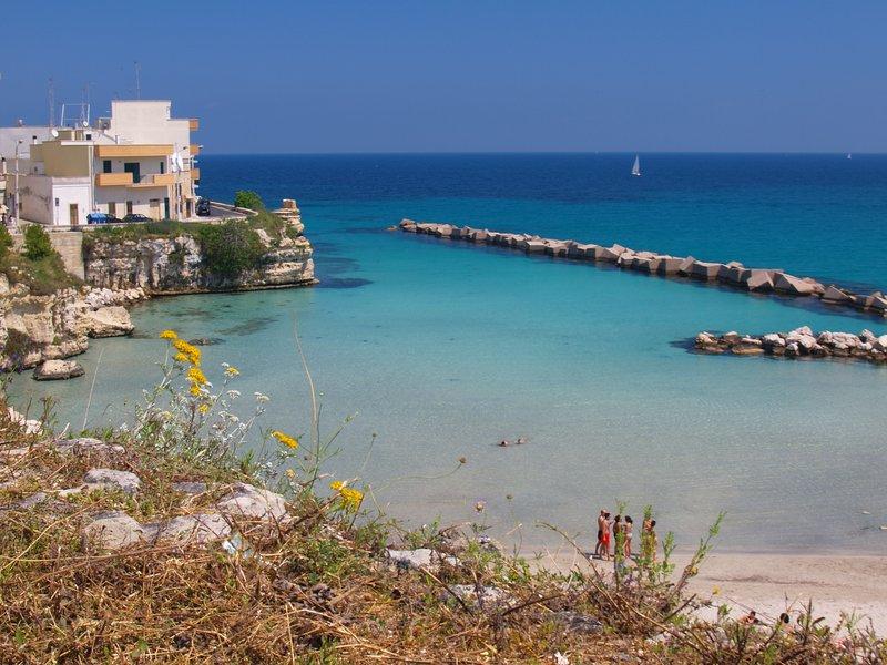 Casa Otranto con spiaggia di fronte il residence, holiday rental in Otranto