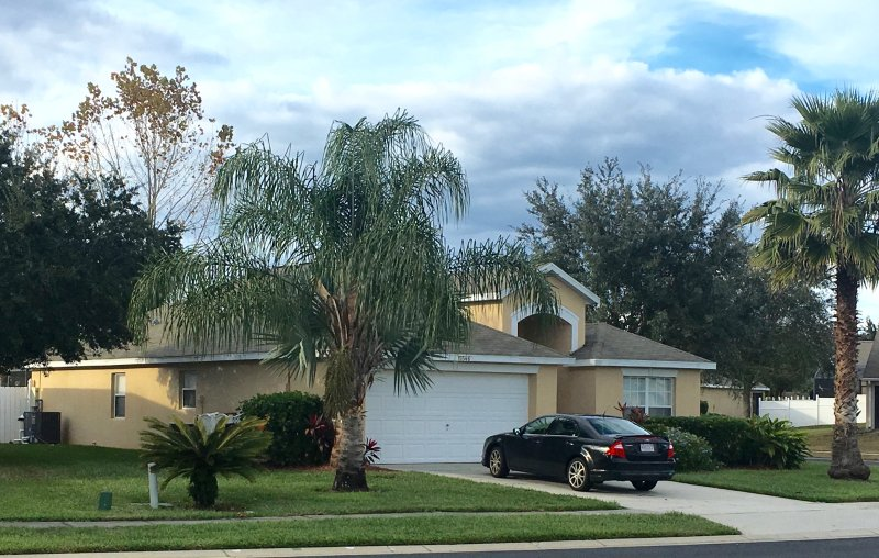 Orlando Area 4 Bed Villa Near Disney World Private Pool/Spa/Games Room/Grille, vacation rental in Clermont