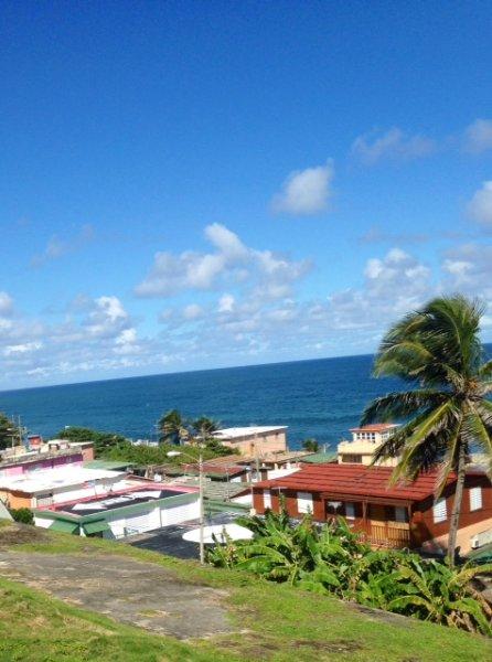A bela à beira-mar, a uma quadra de distância da nossa casa