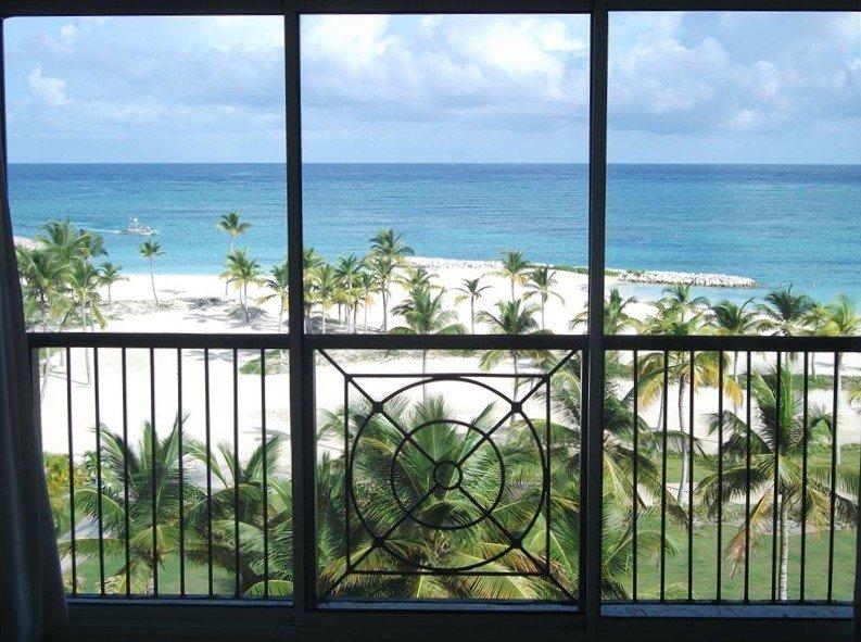Cap Cana Beachfront Penthouse, One of a Kind Marina & Ocean Front Location, location de vacances à Punta Cana