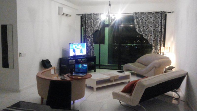Entire 3 bedroom Condo next to AEON, Near Legoland!, vacation rental in Johor Bahru