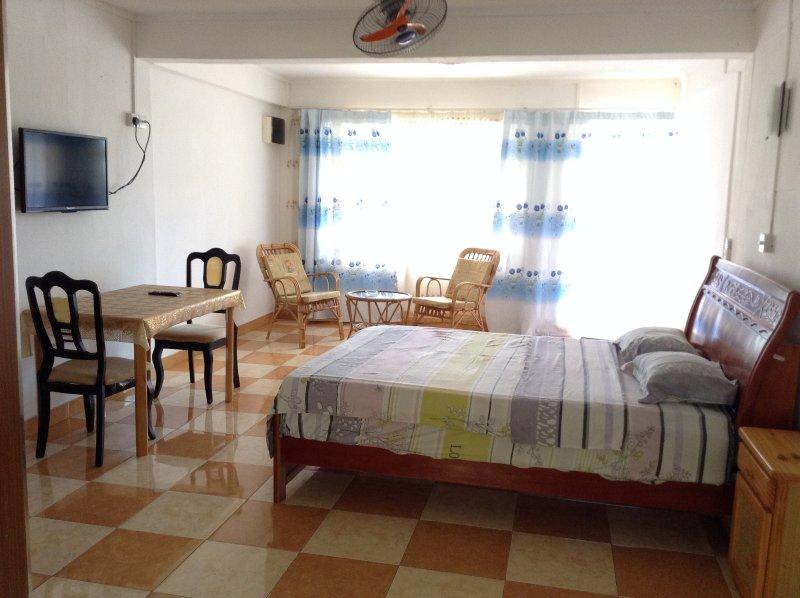 Ebrahim Flats Studio 4, vacation rental in Grand Baie