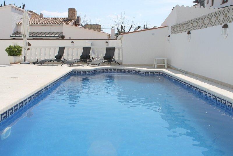 Villa con piscina privada, vacation rental in Empuriabrava