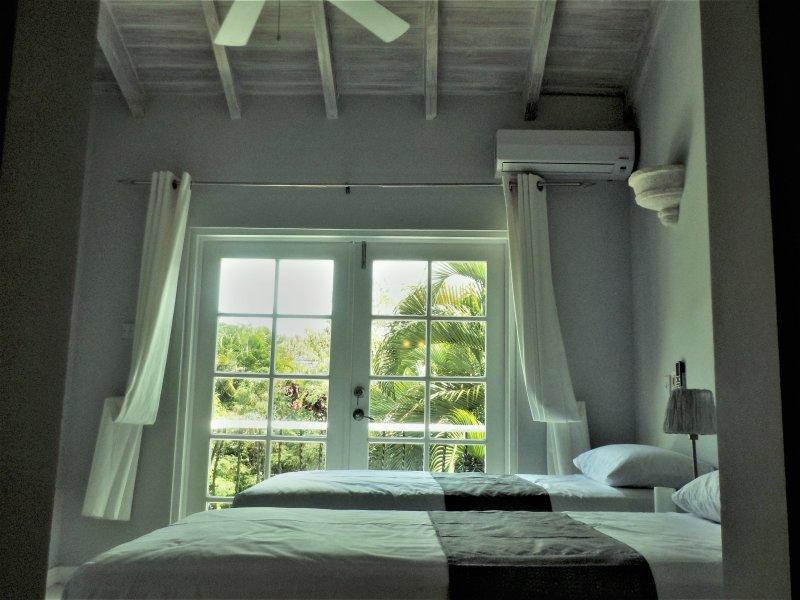 3 dormitorios con 2 camas individuales.