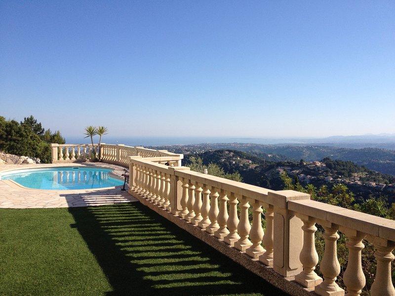 studio dans villa piscine vue panoramique mer parking privé calme, vacation rental in Colomars