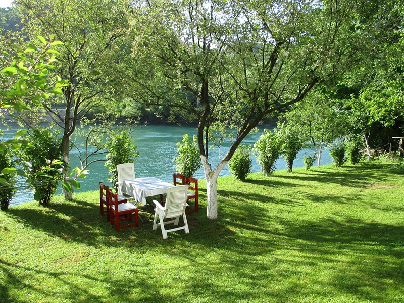 Peaceful Oasis - house for rest and relaxation, holiday rental in Bosanska Krupa