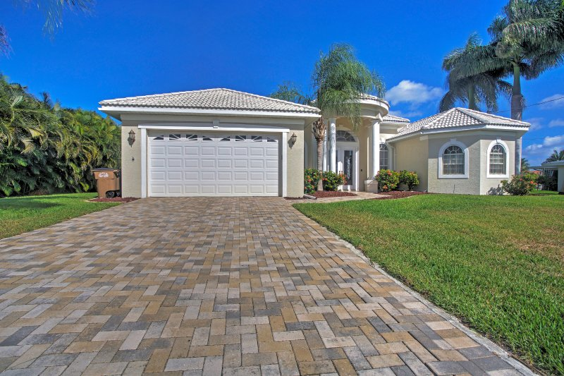 Book this fantastic vacation rental house for the best Cape Coral getaway!