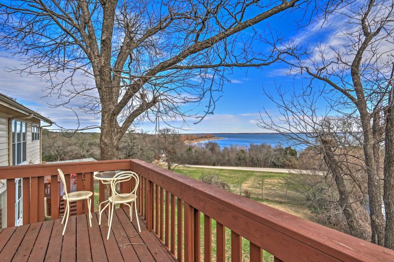 For the ultimate Clifton getaway, escape to this spacious vacation rental house overlooking Lake Whitney!