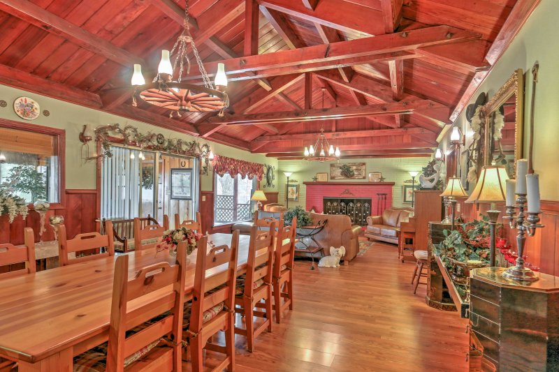 Expansive Country Home w/Deck + Lake Whitney Views, vacation rental in Whitney