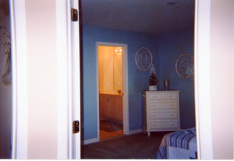 Bedroom2 el segundo nivel, cama de matrimonio y baño compartido