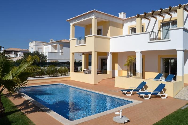 Fabulous contemporary 3 bedroom villa in Luz, holiday rental in Almadena