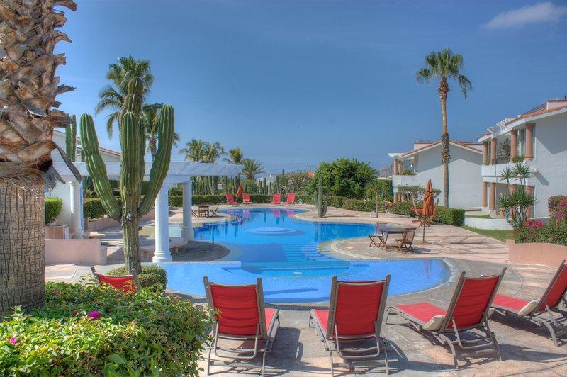 Imagine-se em férias, preguiçosamente, que por esta piscina.