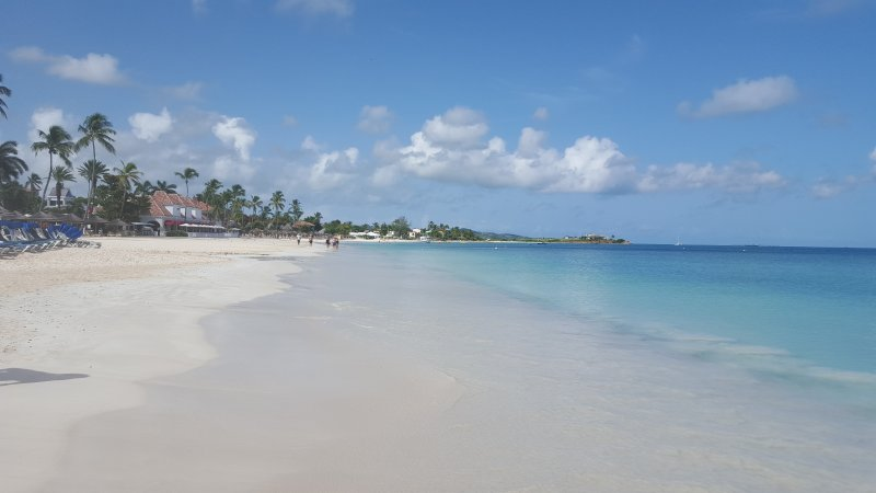 Paradise beach condo footsteps to the best beach in Antigua, Ferienwohnung in St. John's