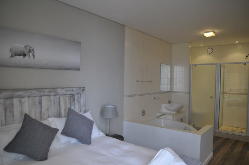 Master sea facing bedroom en-suite