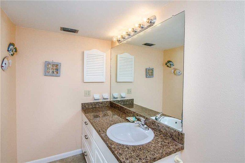 Bathroom,Indoors,Linen,Room,Dining Room
