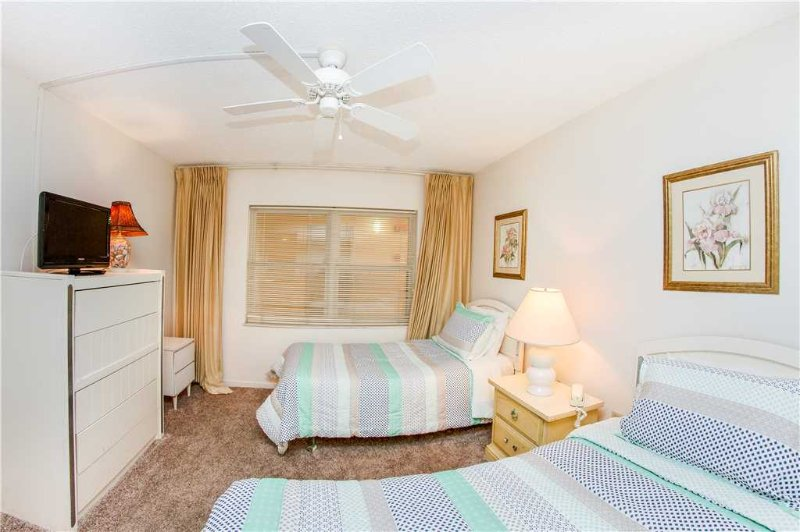 Bedroom,Indoors,Room,Art,Furniture