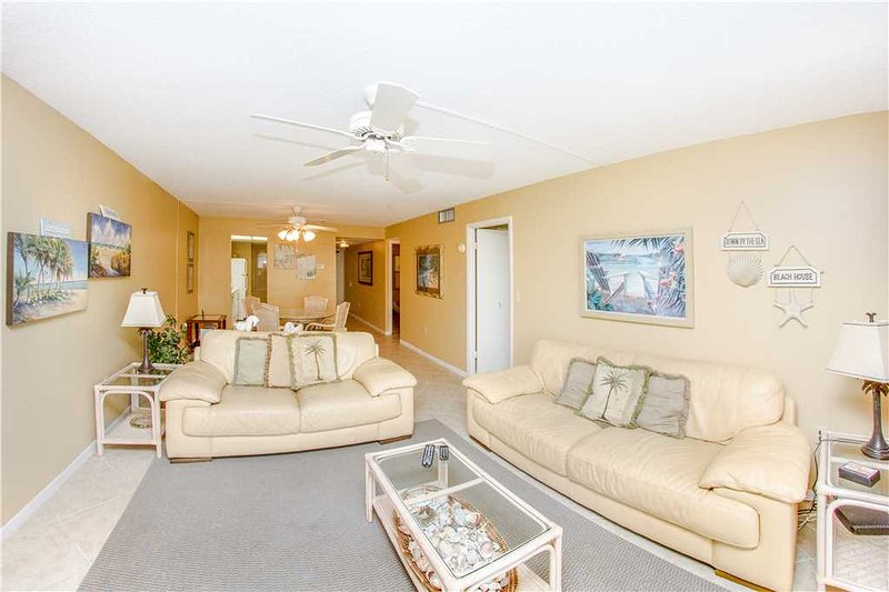 Couch,Furniture,Indoors,Room,Reception Room