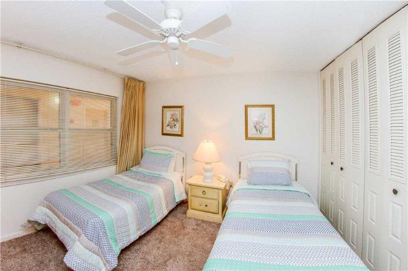 Bedroom,Indoors,Room,Light Fixture,Furniture