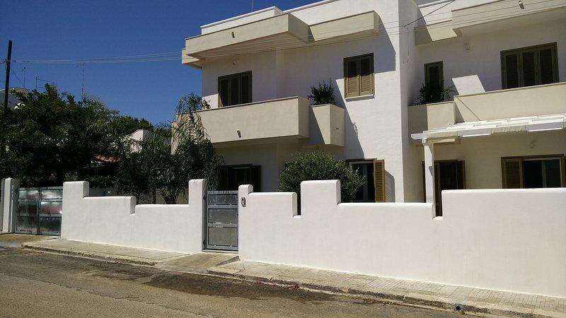 Splendida villa immersa nel verde a 300mt dal mare, aluguéis de temporada em Carovigno