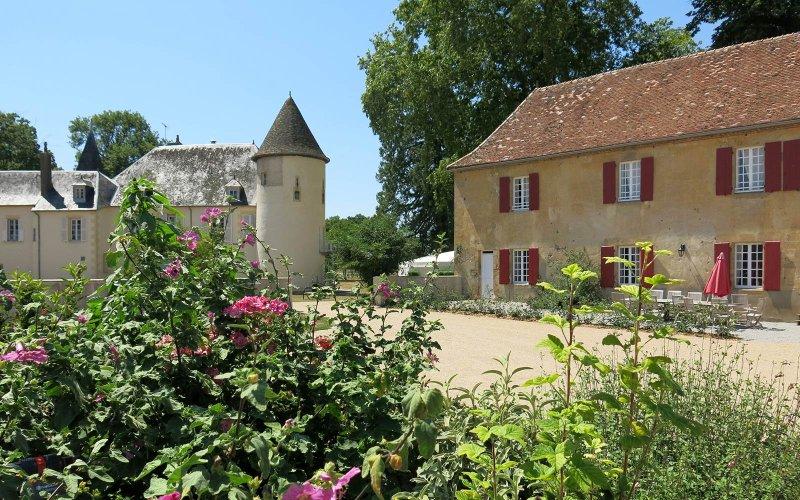 Chateau Embourg Gîte: Paradies für Familien, Ort zum entschleunigen, vacation rental in Allier
