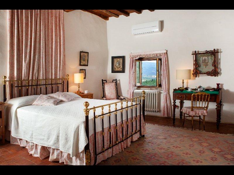 Bedroom 4, king bedroom on first floor